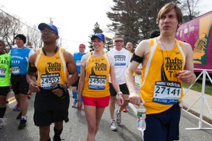 Alonso Nichols (left), Laura Carroll (center), and Tim Dugan (right) walking to the corrals at the beginning of the race. (Source: Tufts Photography)