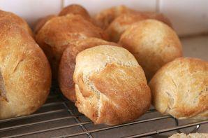 800px-Bread_rolls