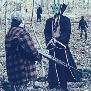 UltraMantis Black confronts a hunter.