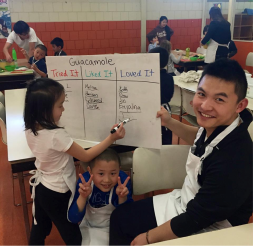 Student Simon Ye teaching at a Jumbo's Kitchen session in Spring 2017